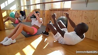 Große Titten In Big Black Knob Yoga