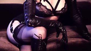 Erotique - Dita von teese - long leather gloves - glamour