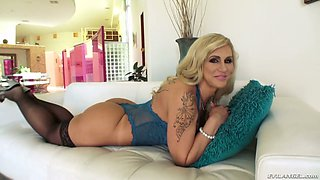 Tattooed blonde Ryan Conner sucks a hard veiny dick and gets her pussy stretched