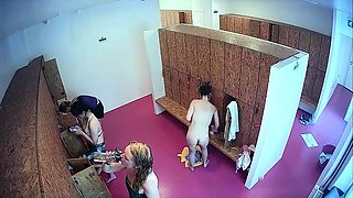 Horny voyeur spies on sexy amateur ladies changing clothes
