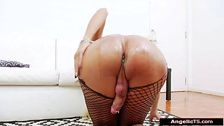 Latin tgirl Barbara Arjanco oils up her cock and jerks off