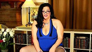 Big breasted American housewife fingering herself