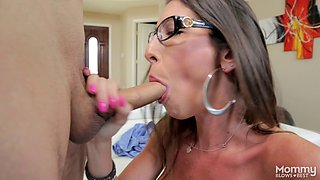 She might look nerdy but still loves the cock sucking sessions