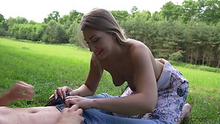 Outdoor slut enjoys getting her pussy stuffed with her boyfriend