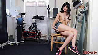 Black haired lovely body l shows her wears at home gym