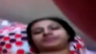 Cute Mature Aunty Making a Video of Herself Getting naughty