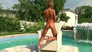 Victoria Tiffani - micro bikini