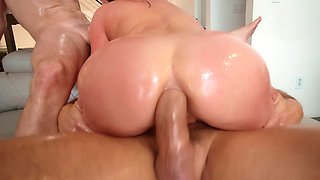 Sexy, oiled, all-natural babe gets double penetration