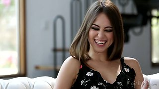 Riley Reid wants Cadence Lux to squirt