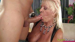 Sexy GILF Mandi McGraw Gets Pounded