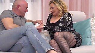 Italian curvy housewife valentina fucks sugar daddy
