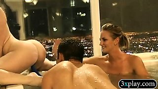 Hot women and nasty men had foursome session in the tub