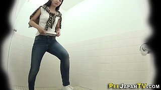 Asian teen babes peeing