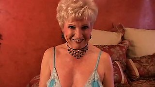 Jewel is a sexy cougar who loves to fuck lucky younger guys