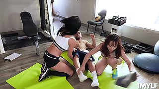 The aggressive MILFs Veronica and Cytherea squirts while being banged by Johnny