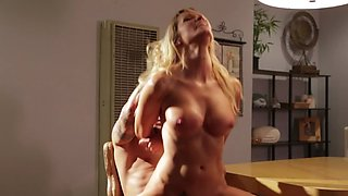 Blonde queen Jessica Drake has fun with cool boy