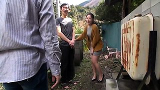 Alluring Oriental babe enjoys an intense fucking outside