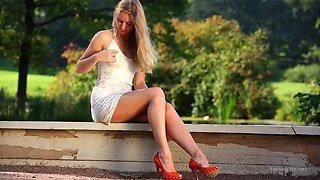 FG Ella Nude in the Park