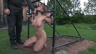 Hornifying lady with well stacked body bounded outdoors