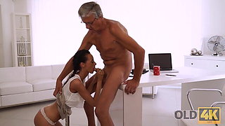 OLD4K. Quick sex is the way old guy and his secretary relax