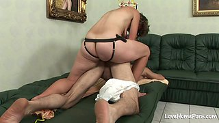 Beauty is fucking her man with a strapon